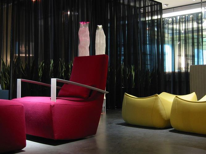 innenraumbegr nung bei ligne roset h fer hydrog rtnerei und showroom. Black Bedroom Furniture Sets. Home Design Ideas
